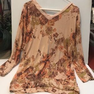 LC Laura Conrad Floral V Neck Front Back Top
